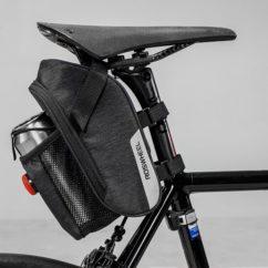 Фото сумка под седло Roswheel серия Essential 1,8L с держателем для фляги и габаритным огнем