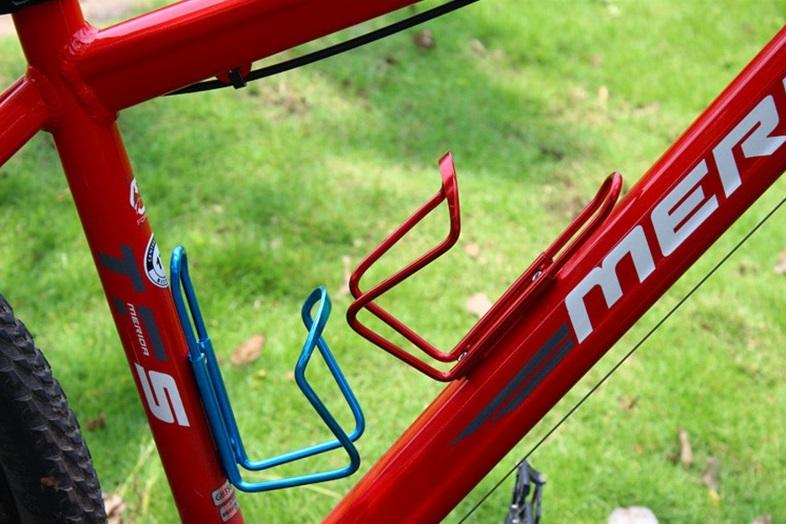 Флягодержатель велосипедный на раму алюминиевый серебристый